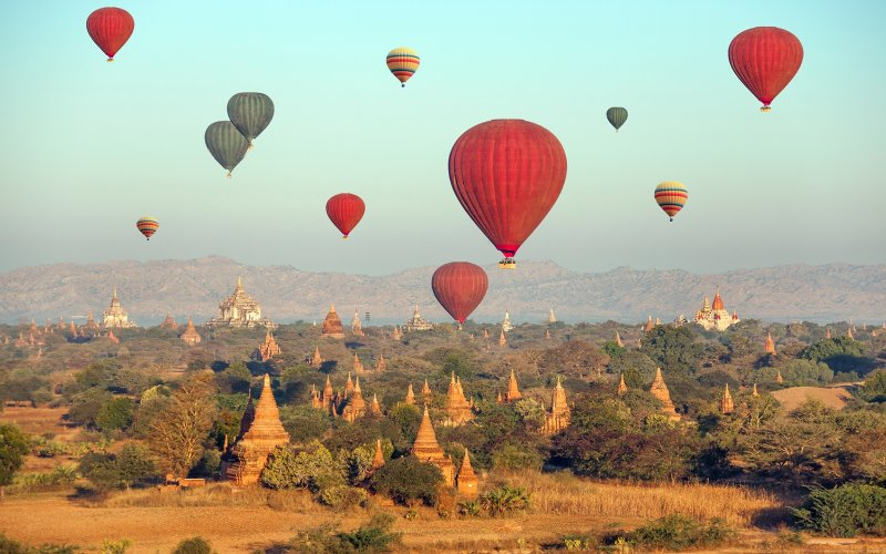 201404-w-hot-air-balloon-rides-bagan.